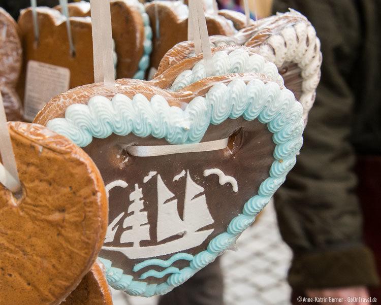 Zum anbeißen: ein Lebkuchenherz mit maritimen Zuckerguß