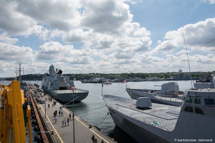 Militärschiffe bei der Kieler Woche