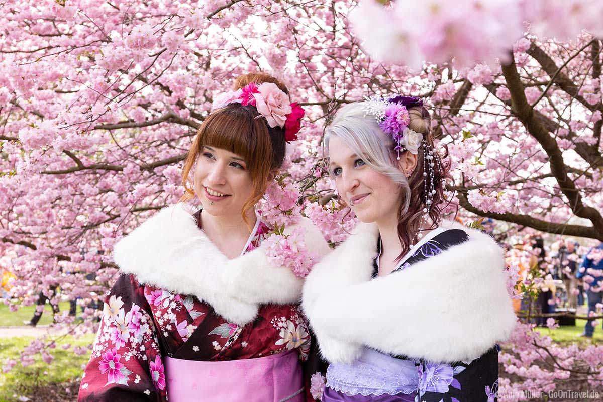 Cosplay zum Kirschblütenfest in den Gärten der Welt