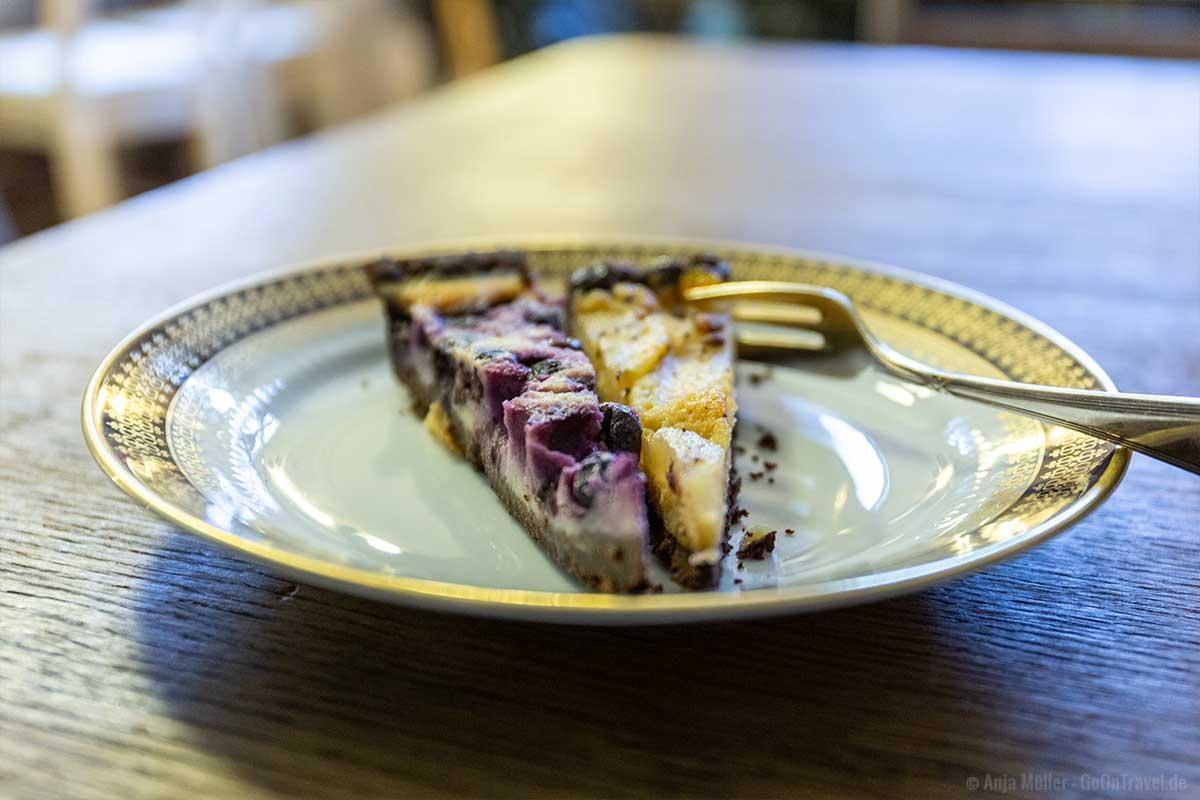 Fruchtiger Kuchen mit Birnen oder Blaubeeren