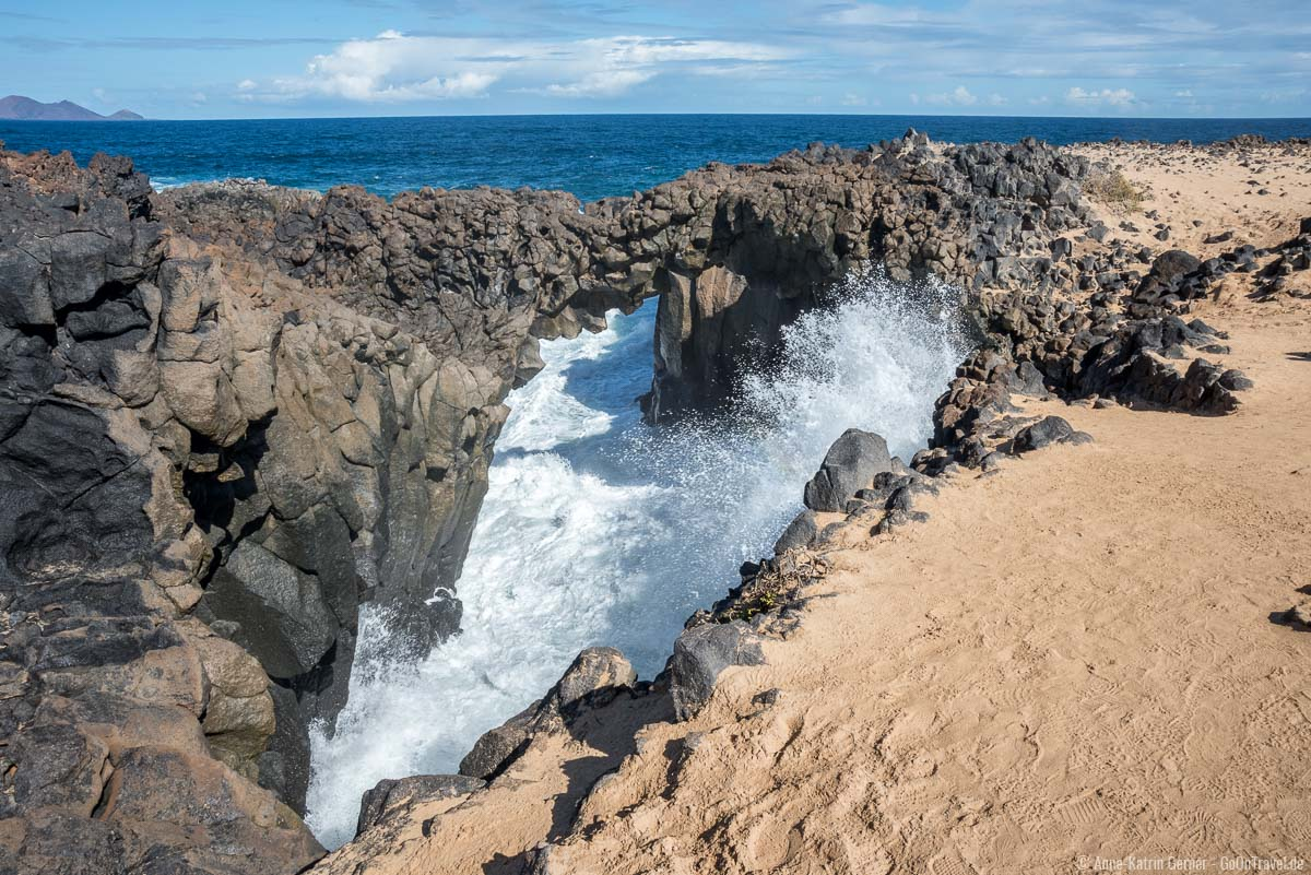Arco de los Caletones an der Nordküste von La Graciosa