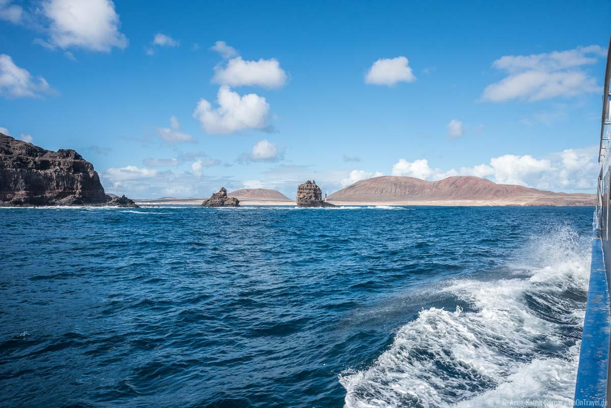 Die Fähre umschifft das Nordkap von Lanzarote