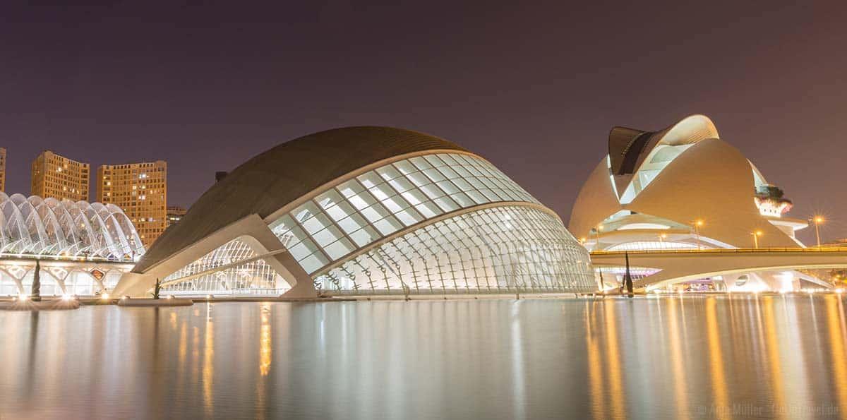 Langzeitbelichtung bei Nacht in Valencia
