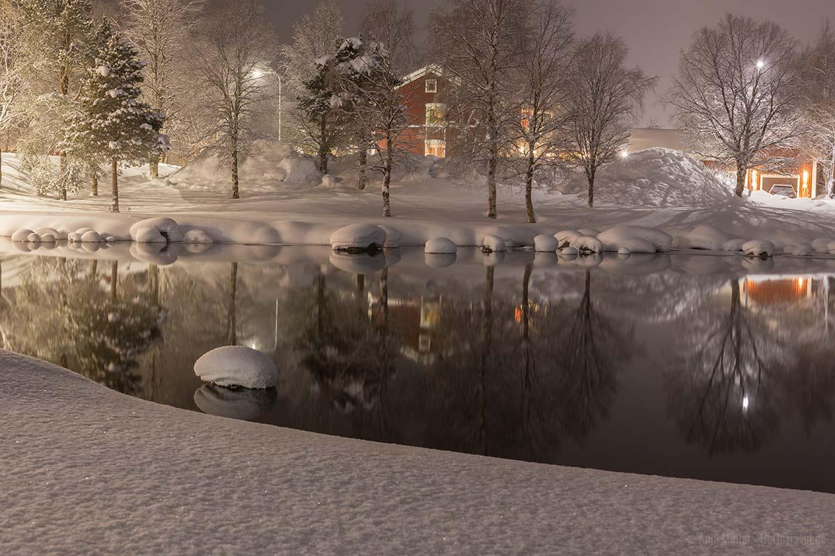 Langzeitbelichtung im Winter bei Nacht