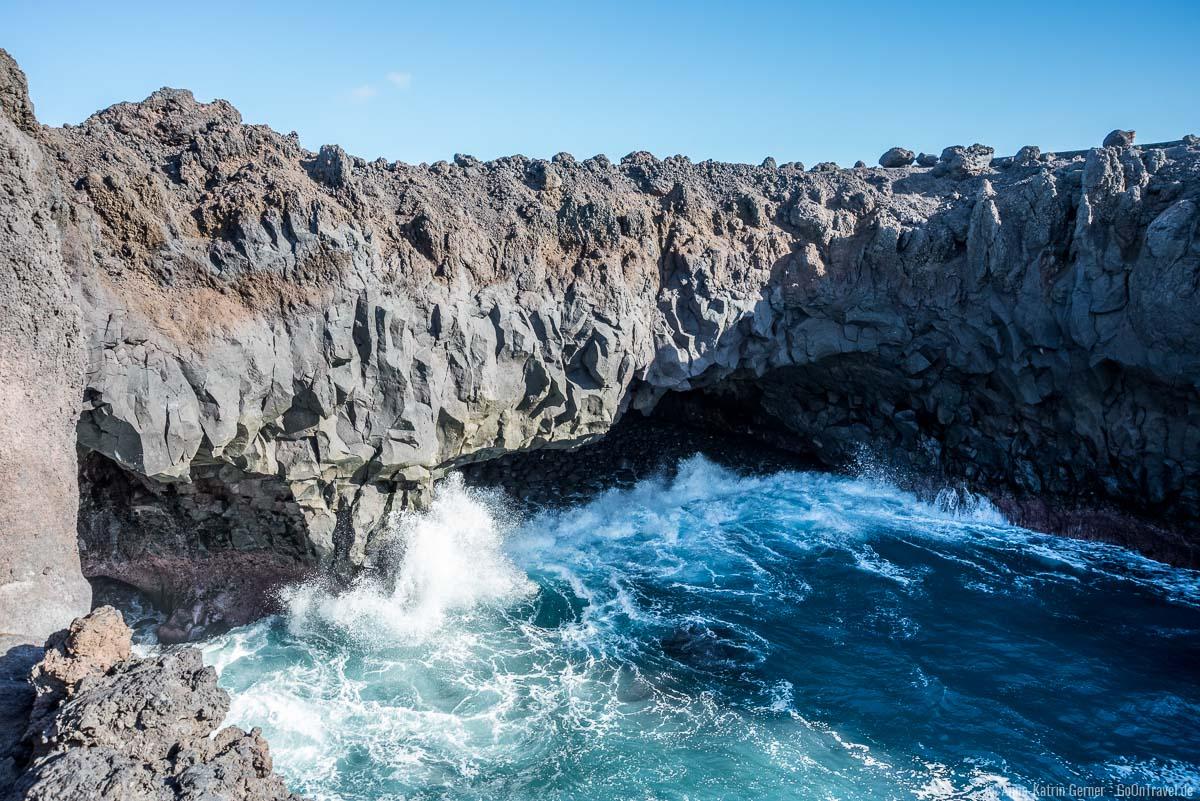 Beim richtigen Tidestand können die Wellen am Los Hervideros 6 Meter hoch werden