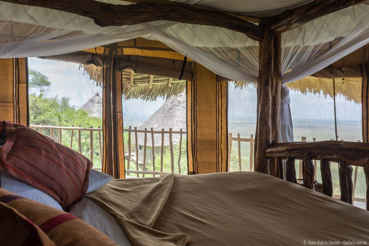 Blick aus eines der 12 exklusiven Zimmer der Lions Bluff Lodge