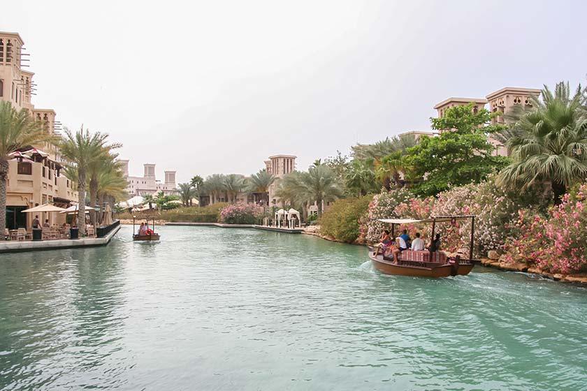 Mit dem Wassertaxi durch Madinat Jumeirah
