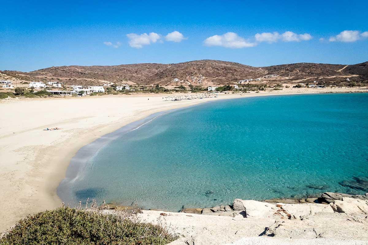 Menschenleer und klares türkises Wasser: Maganari Beach
