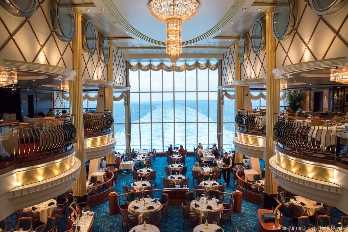 Oceanic Restaurant (u.) und Cosmopolitan Restaurant mit Bar (o.)