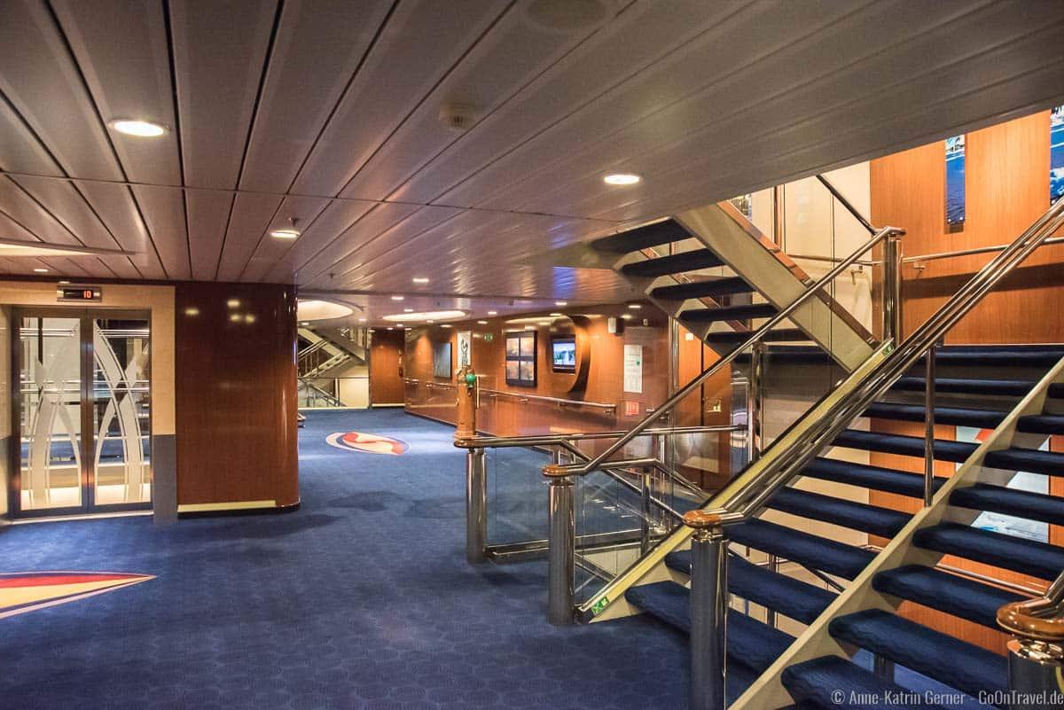 Treppen und Aufzüge an Bord der Color Fantasy