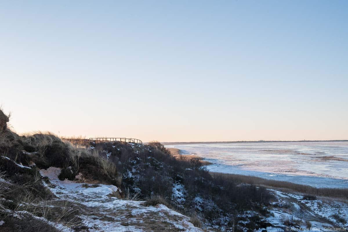Aussichtsplattform Morsum Kliff zum Sonnenuntergang im Winter