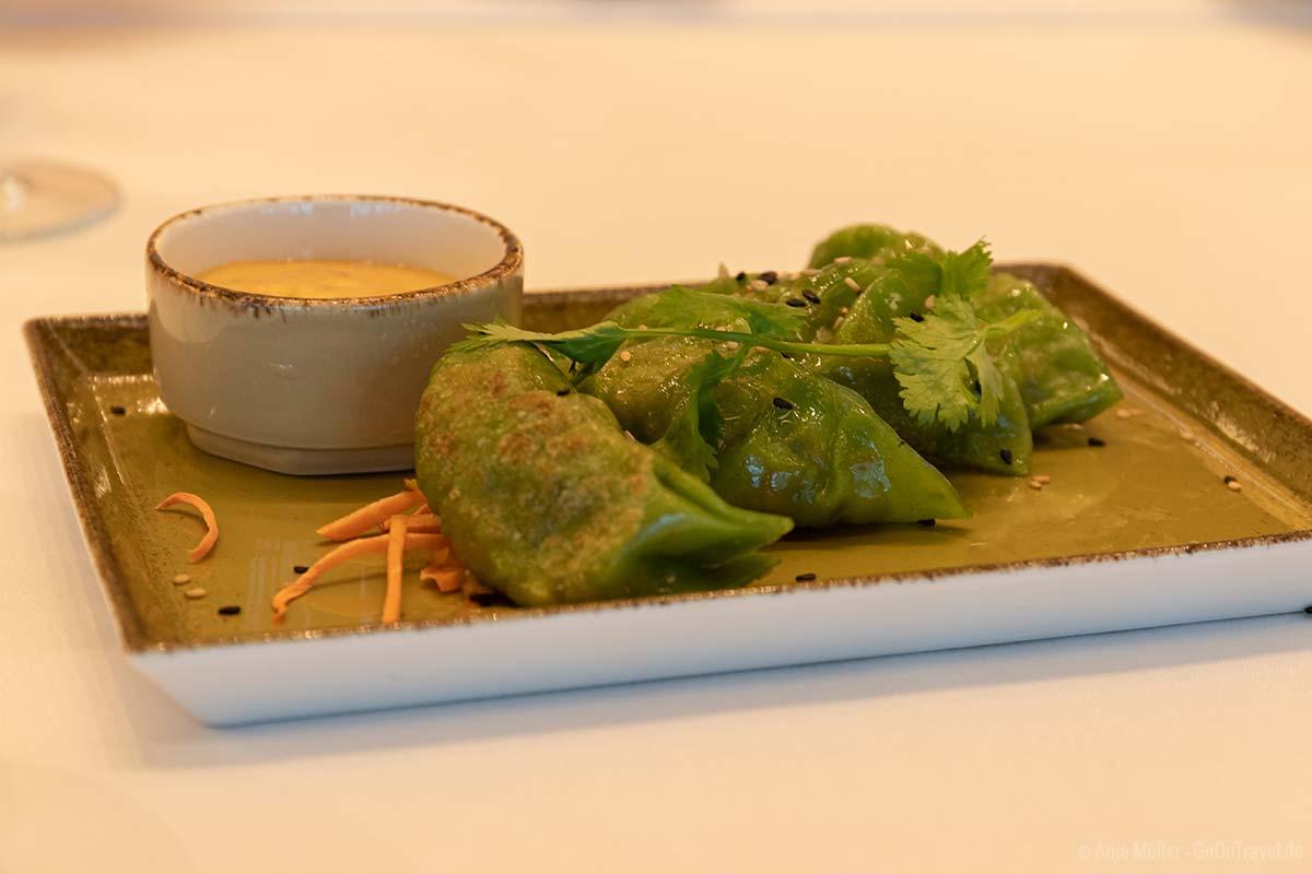 Gefüllte Teigtaschen mit Shiitake Pilzen und Wasserkastanien