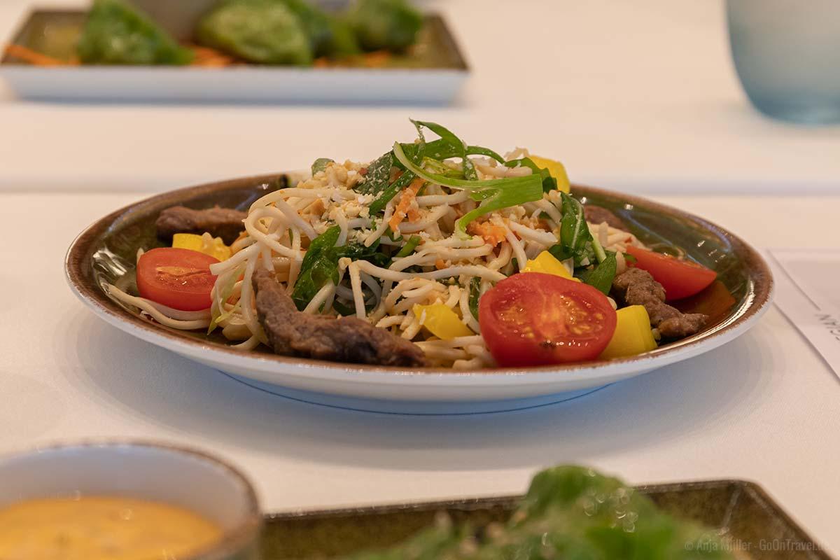 Thailändischer Nudelsalat mit Steak-Streifen