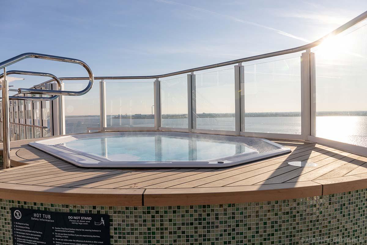 Hot Tub auf dem Deck
