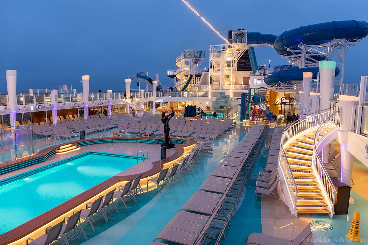 Die Pool Landschaft auf der Norwegian Encore