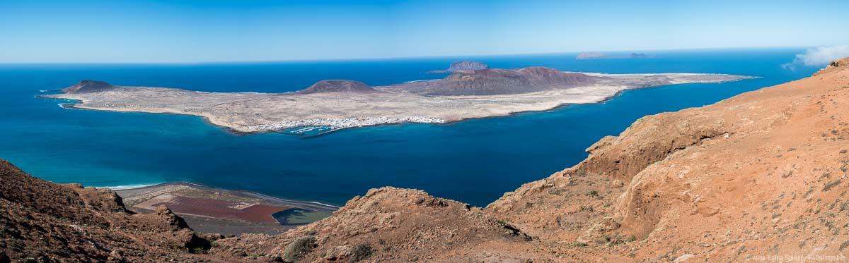 Zum Greifen nah: die Nachbarinseln La Graciosa, Alegranza und Montaña Clara