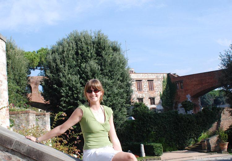 Anne tankt Sonne im Giadino Scotto