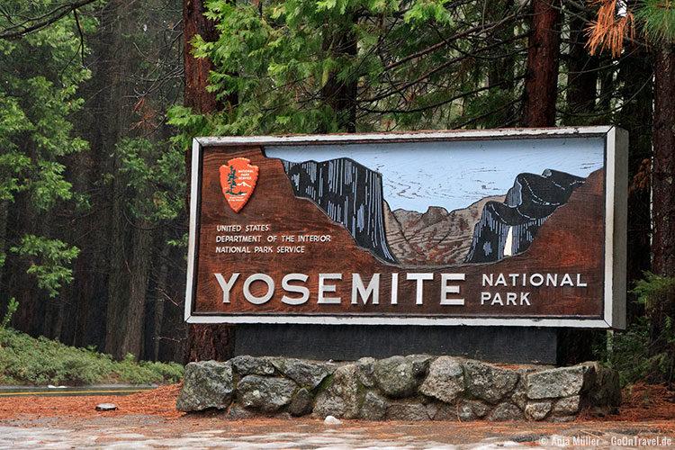 Eingangsschild am Yosemite National Park