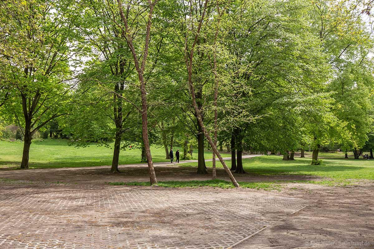 Im Volkspark Humboldthain gibt es viele grüne Wiesen zum Entspannen