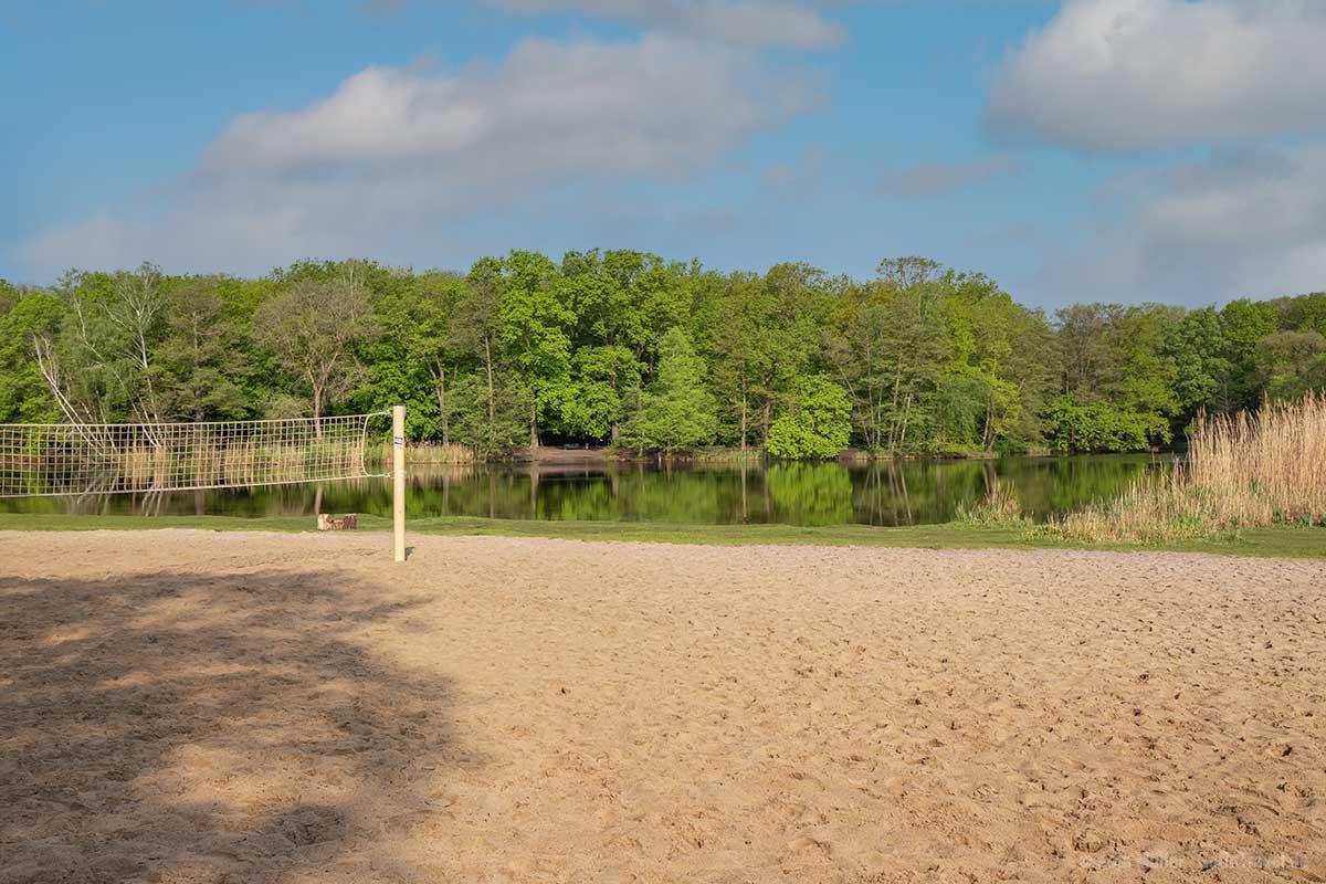 Freibad mit Volleyballfeld