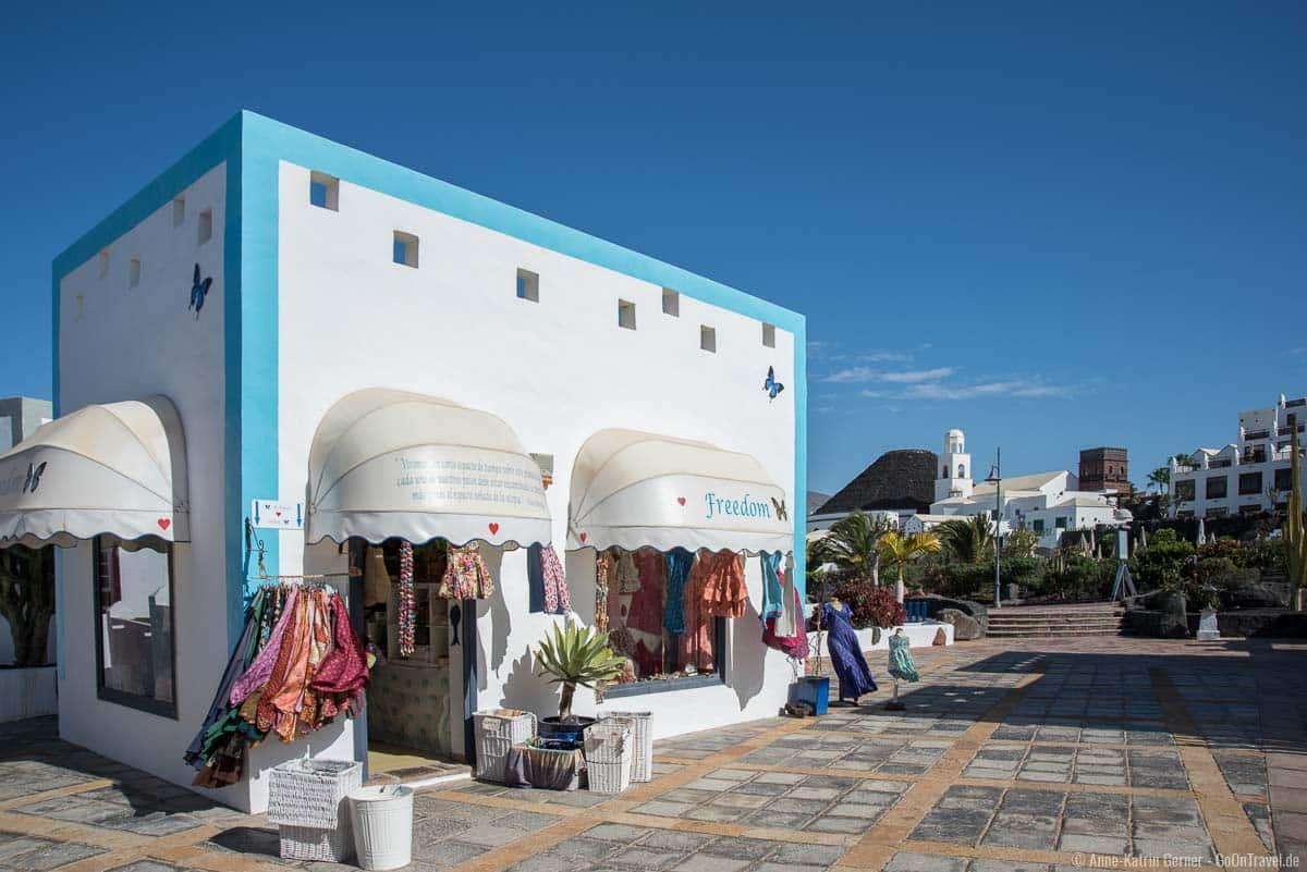 Kleine Boutiquen laden in Playa Blanca zum Shoppen ein.