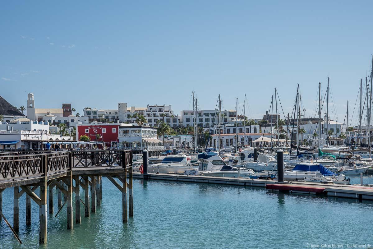 Playa Blanca Sportbootshafen und Einkaufsmöglichkeiten