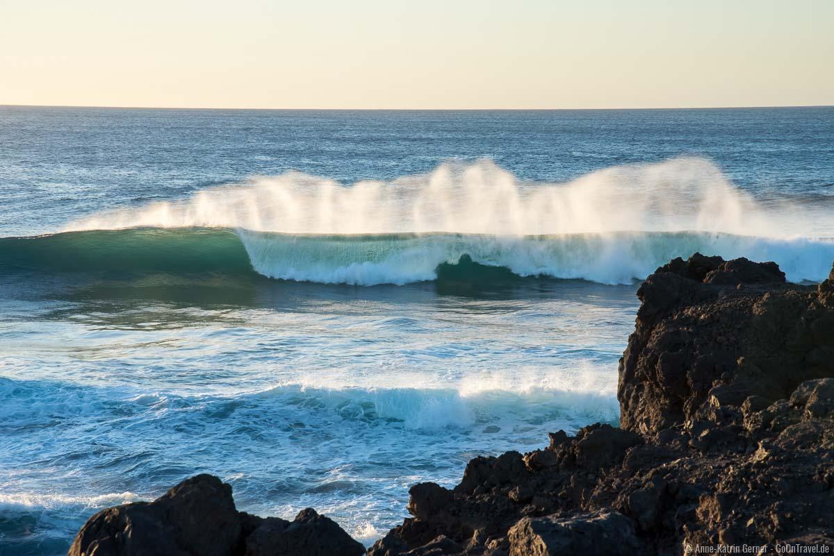 Traumhafte Wellen am Playa de Janubio für Surfer und Fotografen