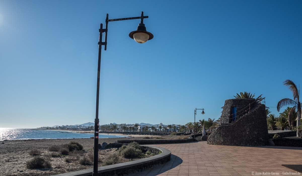 Sehr gut zugängliche Strandpromenade von Playa de los Pocillos in Puerto del Carmen