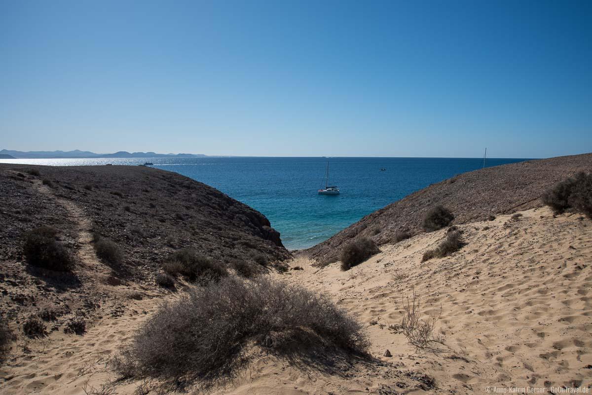 Zu Fuß kann der Weg zum Playa del Pozo etwas mühsam sein