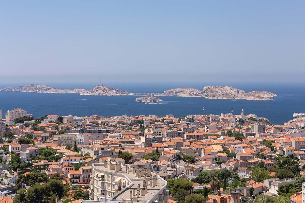 Blick vom Berg La Garde auf Marseille