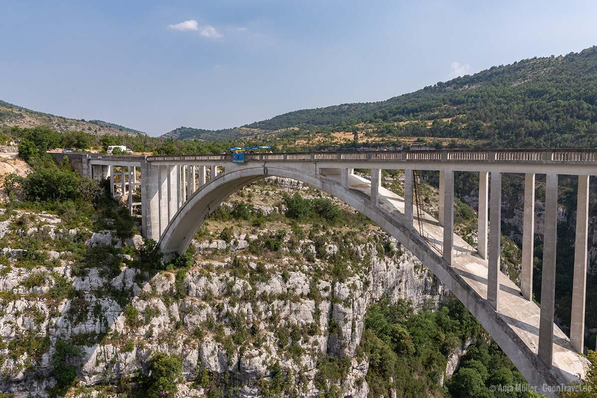 Von der Artuby Brücke kann man Bungee Jumping machen