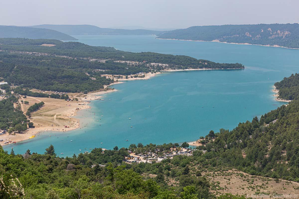 Der Stausee Lac de St. Croix ist ein Wassersportparadies