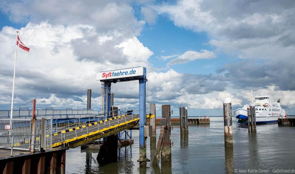 Die Syltfähre im Hafen von Havneby