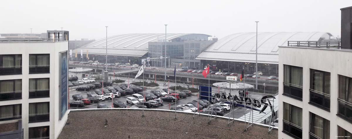 Blick aus dem Zimmer auf den Hamburg Airport