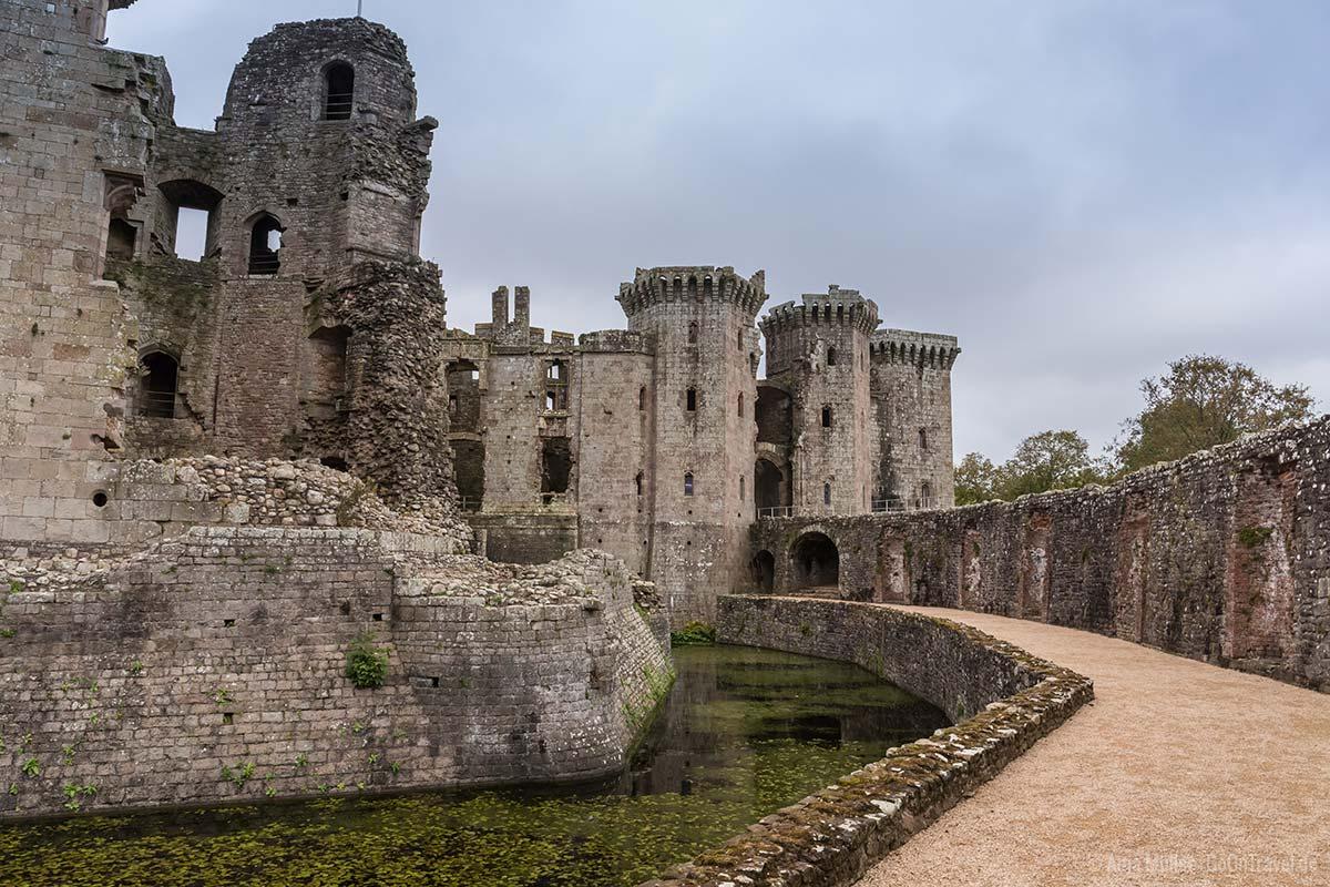 Wassergraben vom Raglan Castle