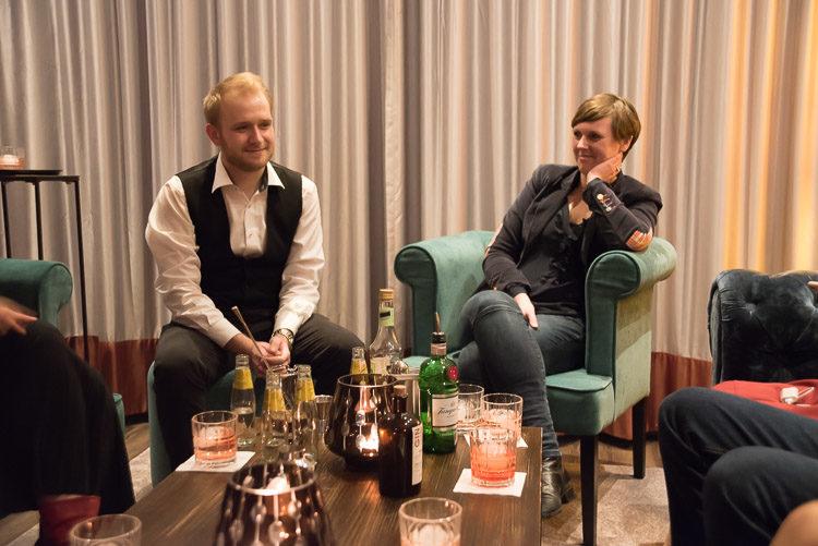 Head Bartender Mirek Stellmacher im Gespäch mit Karen Schmidt