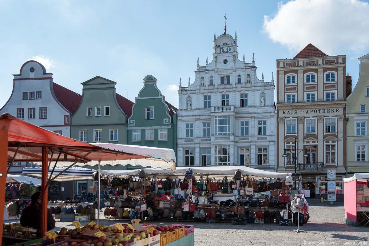 Neuer Markt vor dem Rostocker Rathaus