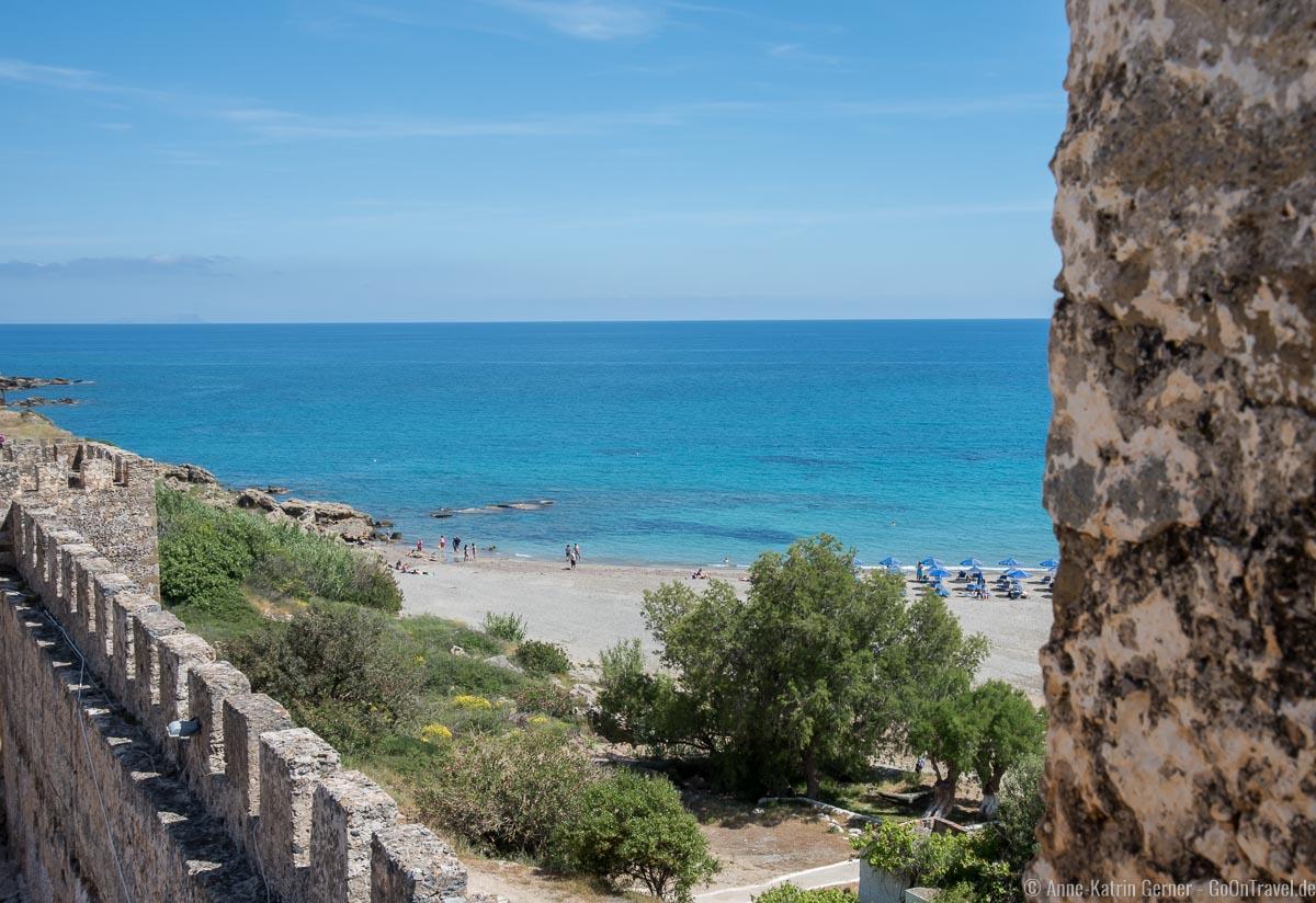 Blick auf den Strand von der Burg Frangokastello