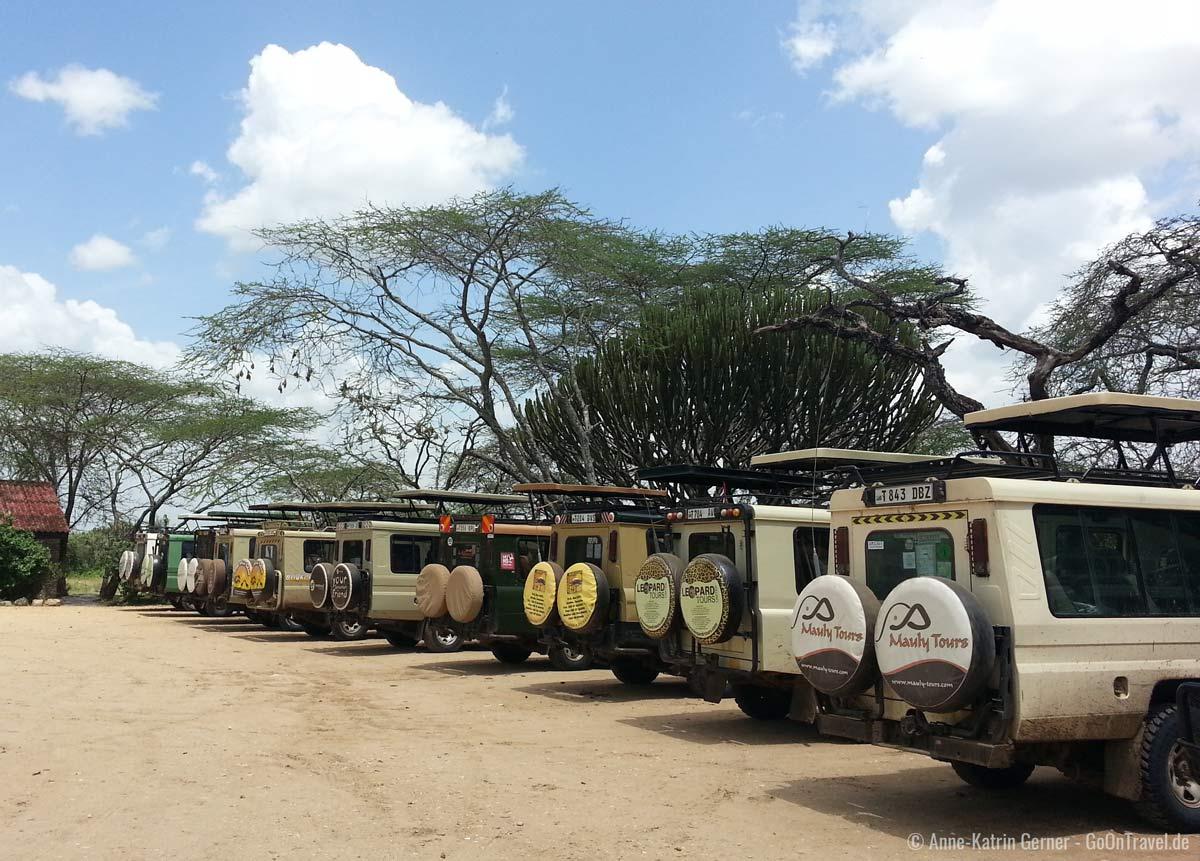 In einem Safariauto ist kein Platz für Koffer.