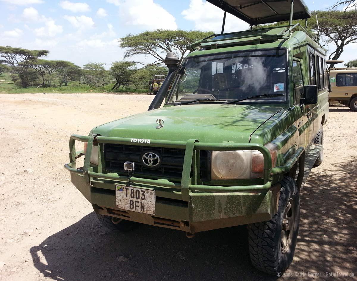GoPro am Bullenfänger befestigt für die Fahrt durch die Serengeti
