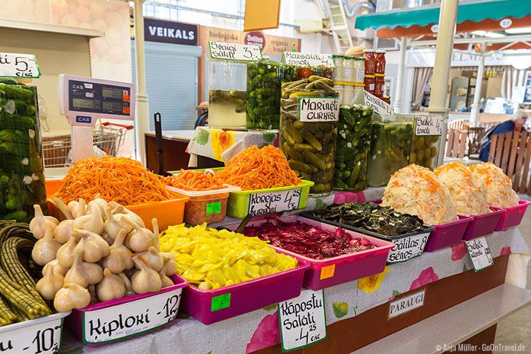 Sauer eingelegtes in einer Markthalle des Zentralmarktes