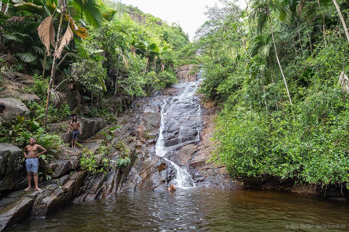 Der Sauzier Waterfall ist bei den Einheimischen sehr beliebt