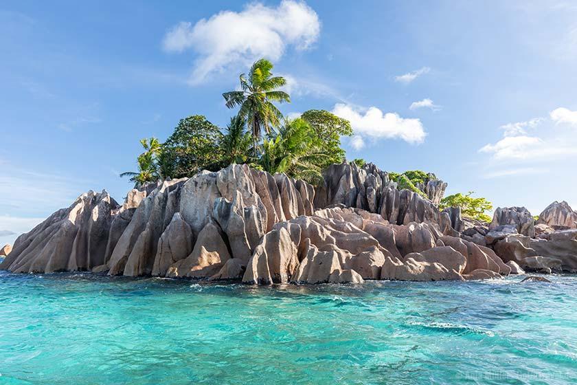 Bei den kleinen Inseln der Seychellen lässt es sich gut Schnorcheln