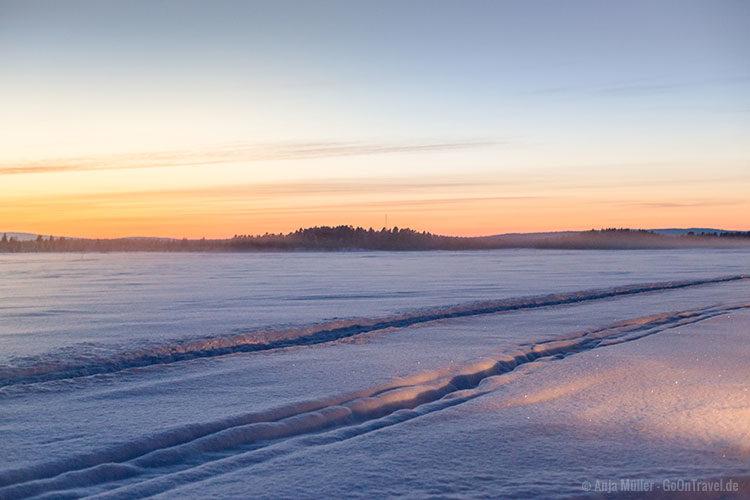 Sonnenuntergang am See mitten in Schwedisch Lappland