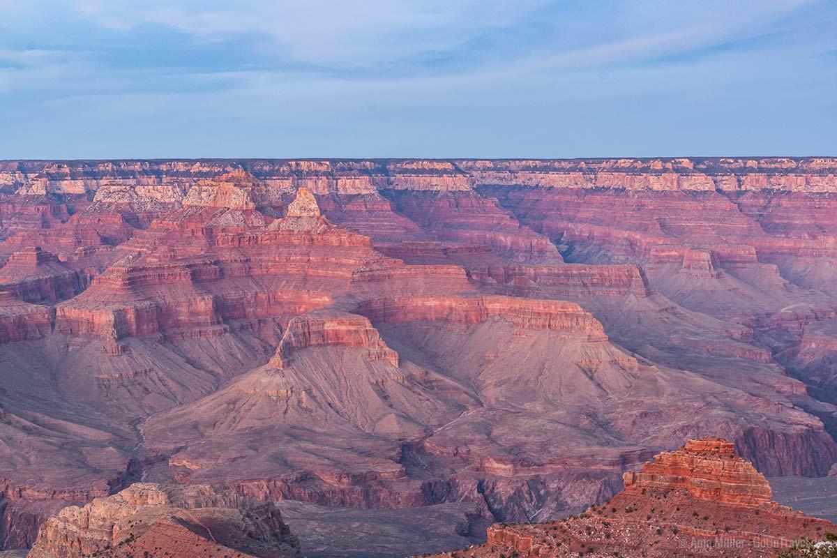Das Gestein des Grand Canyon im Abendlicht