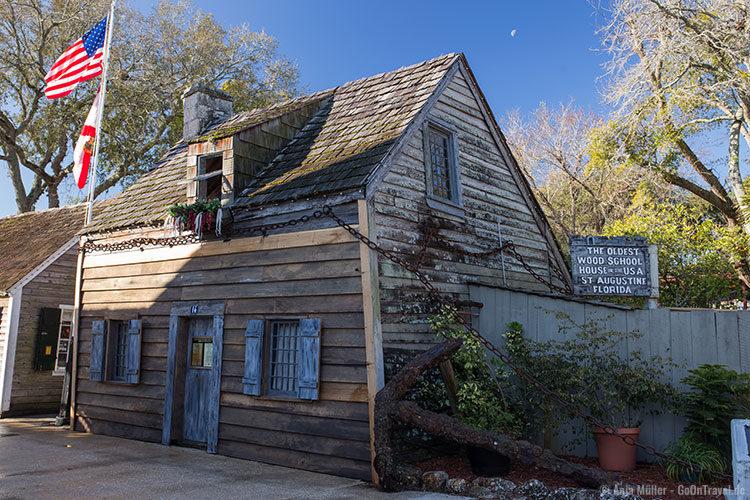 Das älteste Holz-Schulgebäude der USA von außen
