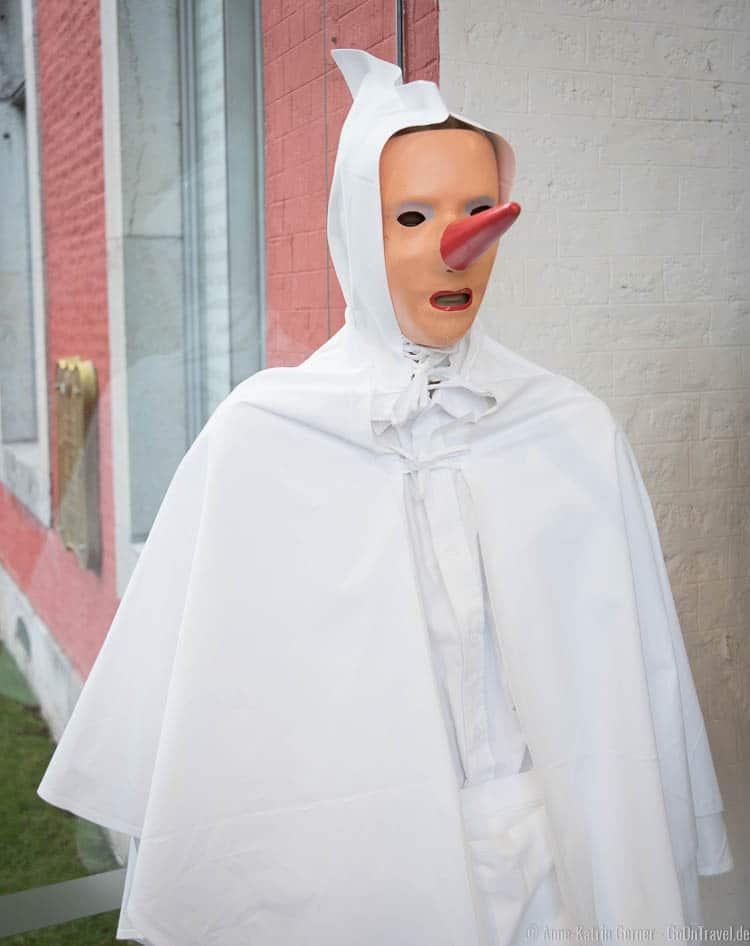 Blanc-Moussi Kostüm