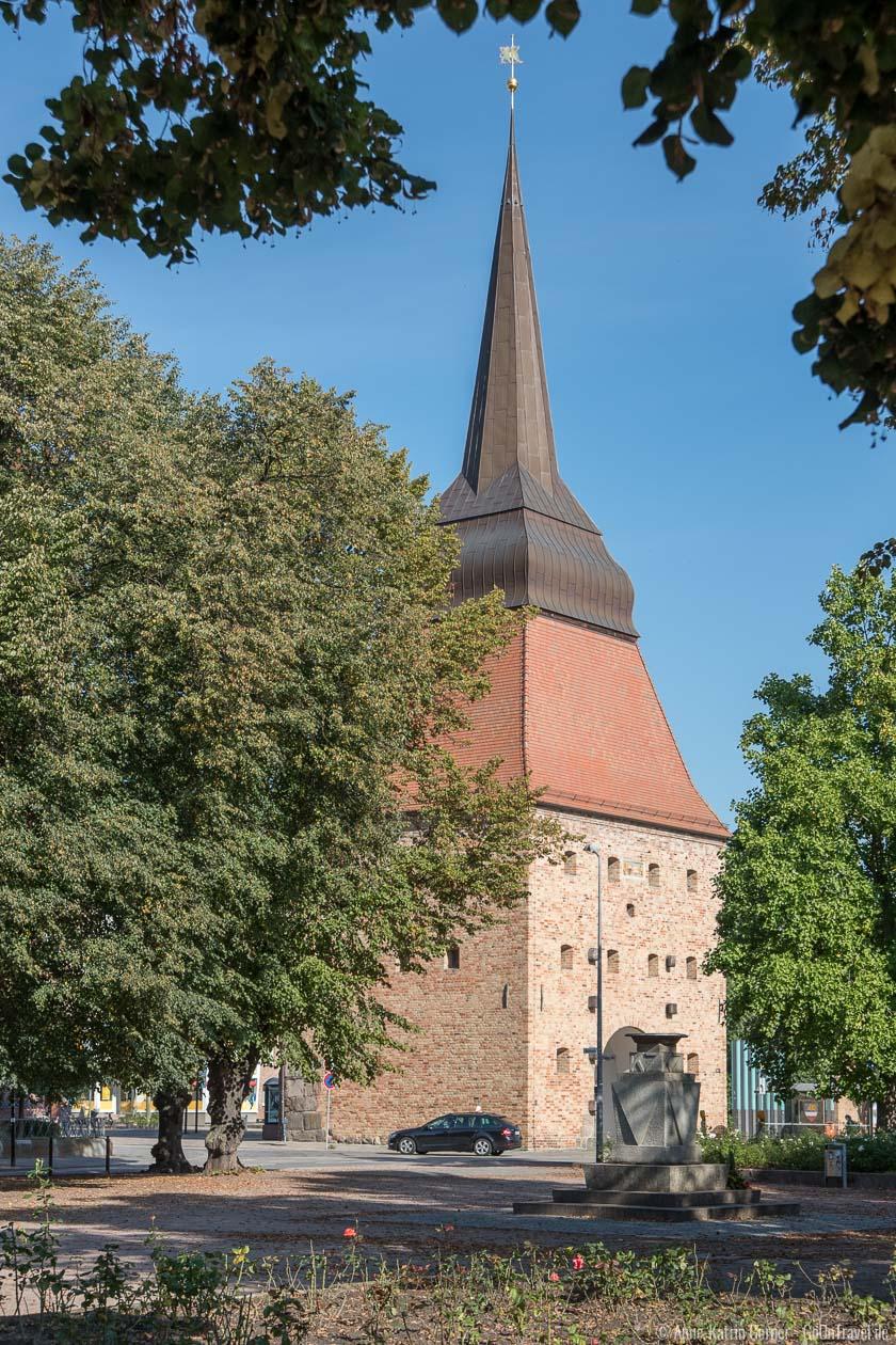 Steintor aus Sicht des Rostocker Rosengartens