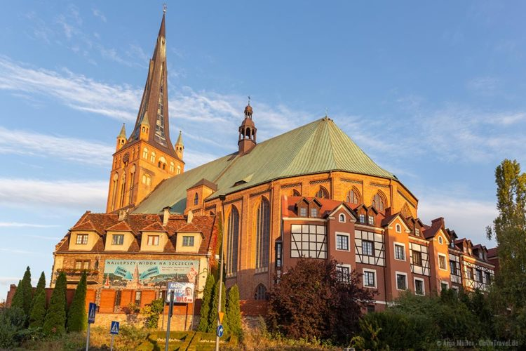 Die Jakobikirche Stettin im Morgenlicht