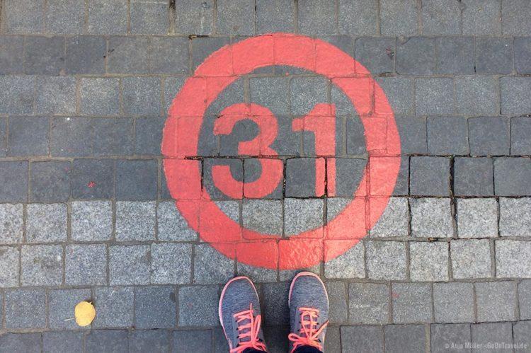 Eine Zahl in der roten Linie deutet auf eine Stettiner Sehenswürdigkeit hin
